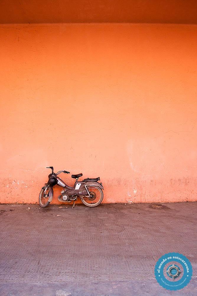 moto naranja